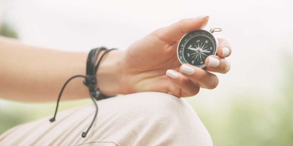 Suchtfrei-Wegweiser-Kompass-in-ein-suchtfreies-Leben-schmal